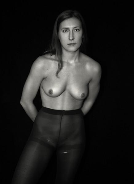 Chloe_Nude_Black & White_DAV0809